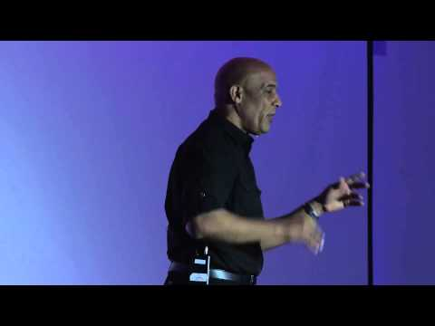Bridging the cultural gap in the classroom | Manuel Hernandez Carmona | TEDxAmoskeagMillyard