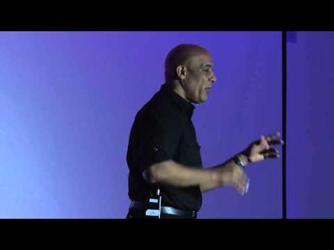 Bridging the cultural gap in the classroom | Manuel Hernandez Carmona | TEDxAmoskeagMillyard