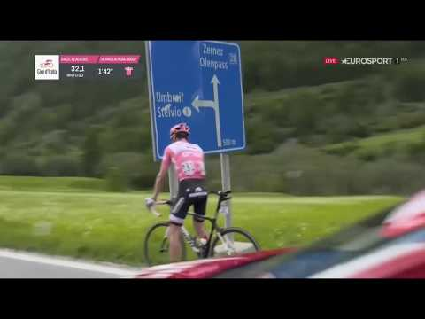 Giro d'Italia 2017 - Tom Dumoulin Has to Stop for Toilet Break! HD