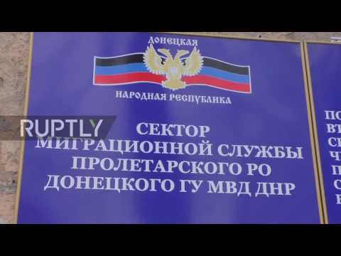 Ukraine: Donetsk residents queue up for passports following Putin's decree