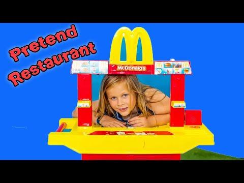 surprise-drive-thru-assistant-serves-pj-masks-hamburger-toys