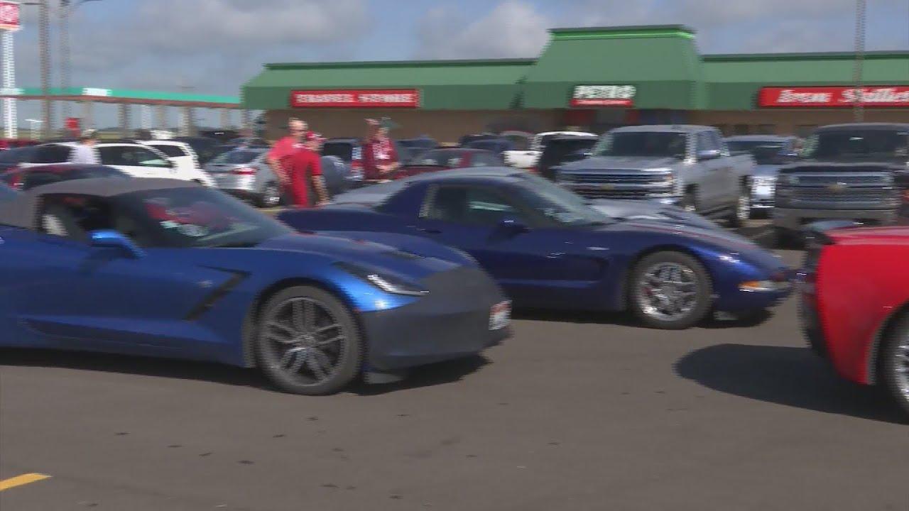 National Corvette Museum >> Hundreds Of Corvettes Stop In Rochelle En Route To National Corvette Museum