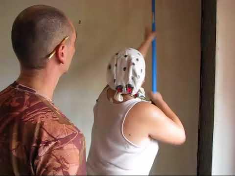 Поклейка виниловых обоев на флизелиновой основе своими руками видео