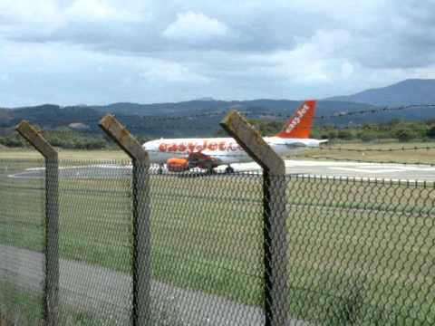 Easyjet A319 line up and take off RWY 27 at Biarritz (ATC included)