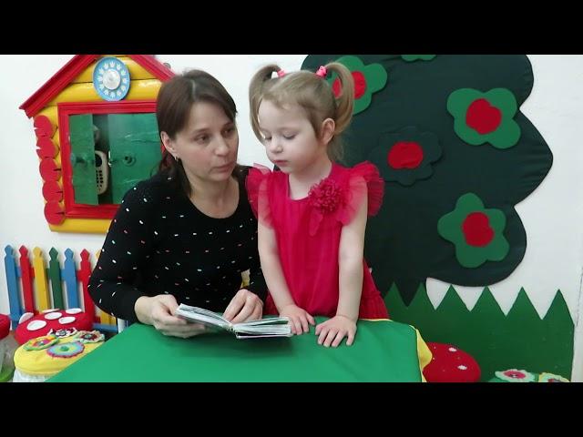 Изображение предпросмотра прочтения – «Мама Алёна и Софья Шидловские» читает отрывок изпроизведения «Айболит» К.И.Чуковского