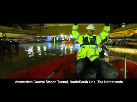 Voorbereiding En Invaren Tunnelelementen Noord/Zuidlijn Onder Amsterdam CS In Mei 2011