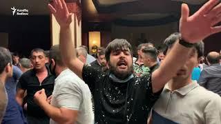 Polis etirazçıları dağıtmağa başladı: dəyənək, bibər qazı, su şırnağı vuruldu