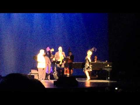 Lady Gaga And Tony Bennett - I Won't Dance ( Wallingford CT 6/29/15 )
