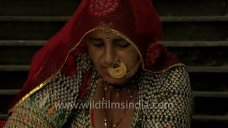 Bishnoi woman makes Bajre ki roti in Jodhpur