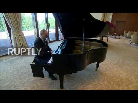 China: Putin plays the piano at Xi Jinping's residence in Beijing