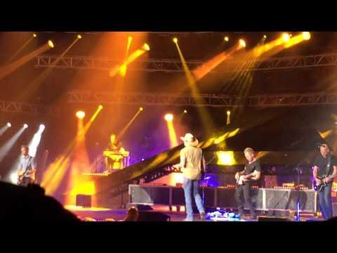 """Jason Aldean """"Tonight Looks Good On You"""" Wichita KS 4/9/15"""