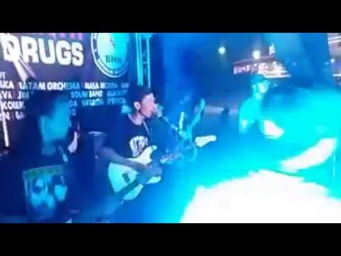 Denny monkey boots feat Rat Steady - FREE (live Panbil Mall Batam)