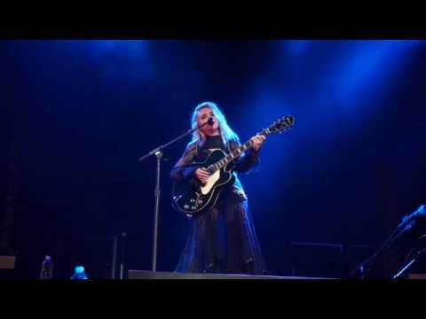 Sabrina Carpenter - Run and Hide (De-Tour Live - Vancouver)