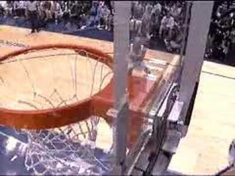 Richard Jefferson dunks on Kevin Willis
