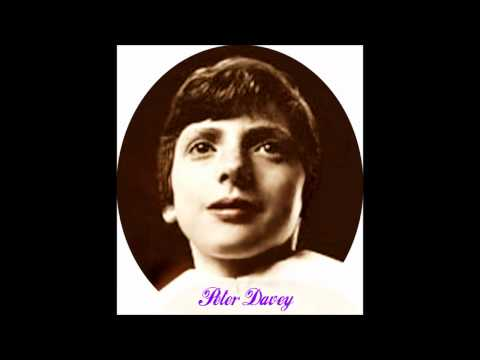 Peter Davey (boy soprano) sings Ave Maria (Bach-Gounod) with noise reduction.wmv