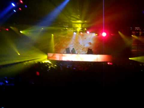 DJ TIESTO LIVE SYDNEY SUNDAY SHOW. HQ