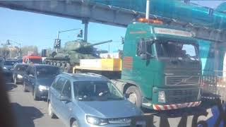 В Ярославле танк попал в пробку