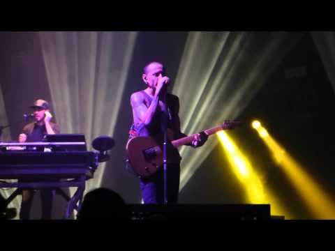 Linkin Park performing Leave Out All The Rest @ Manchester Phones4U Arena 22/11/14