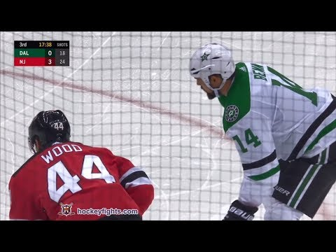 Jamie Benn vs Miles Wood Oct 16, 2018