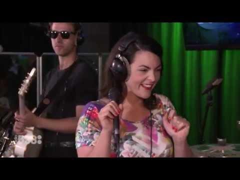 Caro Emerald - Quicksand   Live bij Evers Staat Op
