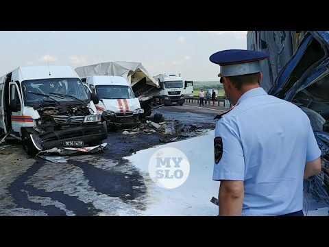 В Тульской области грузовик влетел в колонну МЧС: пострадали пять спасателей