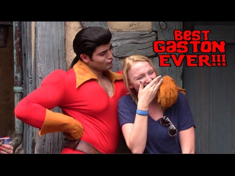 GIRL WON'T GIVE GASTON A KISS!!! - Walt Disney World - Gaston - Beauty and the Beast Village.