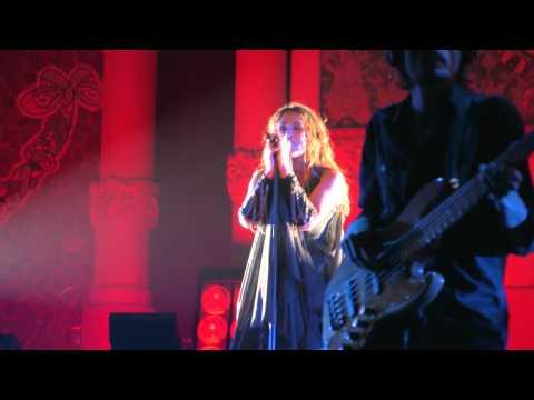GUERRA FRÍA - Malú (28/10/11 Palau de la Música Catalana Barcelona) [HD]