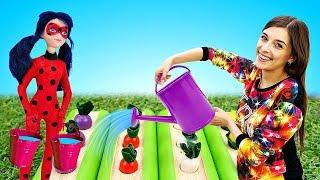 Барби в костюме Леди Баг - Сажаем огород. Леди Баг и Супер Кот в ToyClub