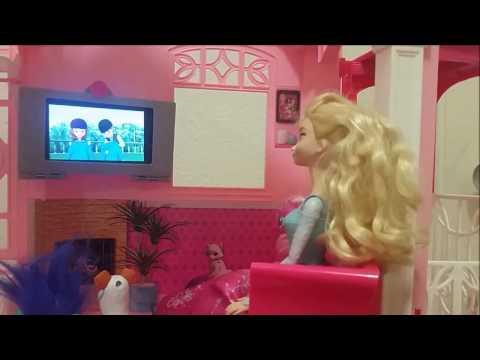 La nostra vita in America: Cecilia e ... guardano la tv nella casa di Barbie?!?