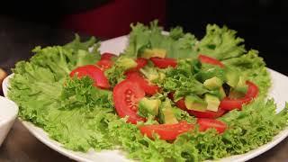 Рецепт легкого и полезного салата с креветками и авокадо от многодетной мамы