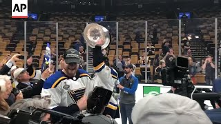 Blues' hometown hero Maroon celebrates with family thumbnail