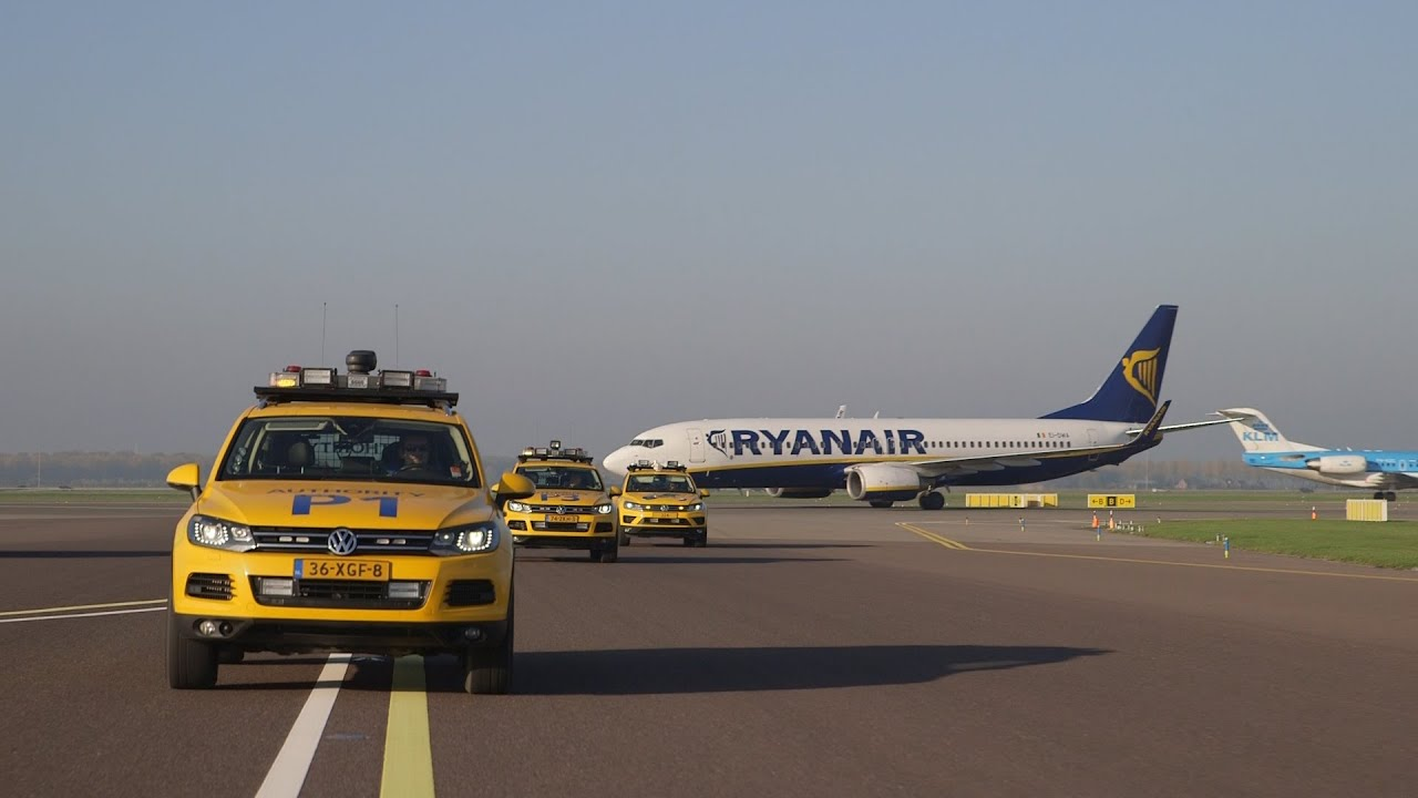 Ryanair voor het eerst op Schiphol - YouTube
