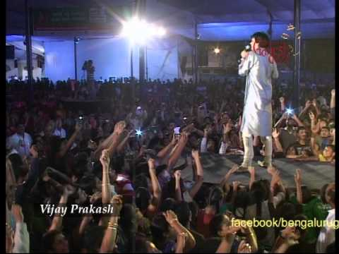 Vijay Prakash performing Jai ho at the 50th Bengaluru Ganesh Utsava