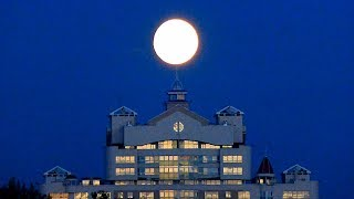Восход Луны. Полнолуние. Красивое Видео Луна Взошла над Городом. Полная Луна Взошла Футаж Полнолуние