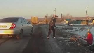 Montag - Auto im Schnee, Mann mit Messer