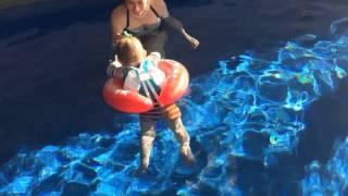 """Giới thiệu về Vòng Tập Bơi SWIMTRAINER(SWIMTRAINER """"Classic"""" là Vòng Tập Bơi nổi tiếng cho trẻ đến từ Đức. Các sản phẩm của chúng tôi có nhiều thiết kế đặc trưng theo độ tuổi và..., 2016-01-19T06:27:37.000Z)"""
