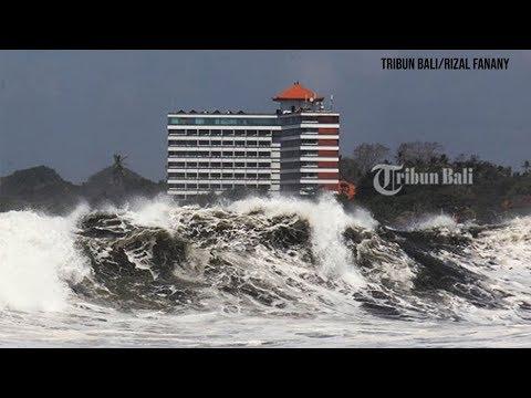 pesisir-pantai-di-bali-selatan-porak-poranda,-gelombang-5-meter-terjang-sejumlah-rumah-hingga-ambruk