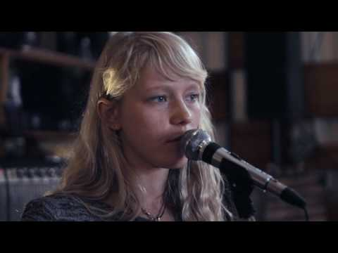 Alice Phoebe Lou - Orbit (Live Session)
