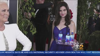 'Fiji Water Girl' Photobombs Golden Globes