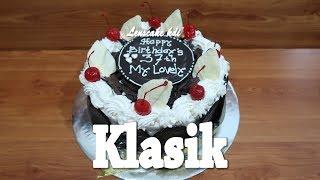 Download Video Anti Mainstream! Cara Menghias Kue Ulang Tahun Coklat Blackforest Klasik MP3 3GP MP4