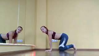 Курсы стретчинга. Упражнение 6. Поза собаки мордой вниз,  вариант с одной ногой в потолок.