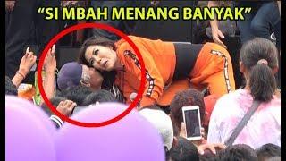 DETIK DETIK Nita Thalia Dicium Penonton Saat LIVE Di Alun Alun Purwokerto