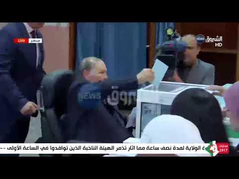 رئيس الجمهورية عبد العزيز بوتفليقة يؤدي واجبه الانتخابي