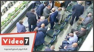 فرج عامر يتجاهل مصافحة أعضاء الزمالك فور دخوله ملعب برج العرب