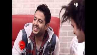 Mohamed Hamaki singing