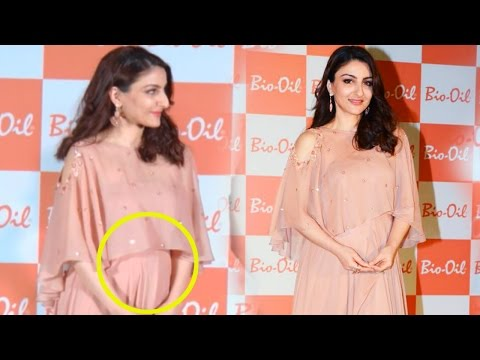 Soha Ali Khan Flaunts Her Baby Bump At A Event
