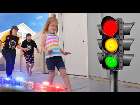 DONT GET CAUGHT by Cops!! Adley reviews Red Light Green Light toy with family!