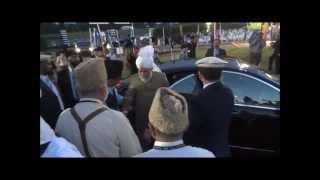 Hazrat Mirza Masroor Ahmad's ABA Arrival at Bait ur Rehman USA 2012