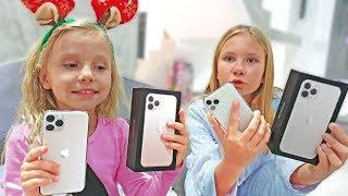 РАЗБИЛА новый IPhone папы ? АЙФОН вместо Зайца в ПОДАРКЕ на Новый год ?
