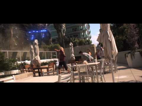 Skyline Movie Clip - The group tries to evade an alien by the pool